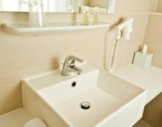 The Corner Hotel Frankfurt Bad / Bathroom